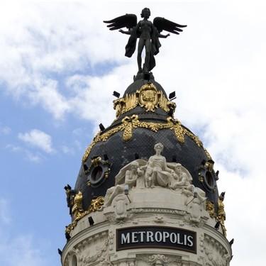 El icónico (y fotografiado) edificio Metrópolis subasta su histórica colección de mobiliario