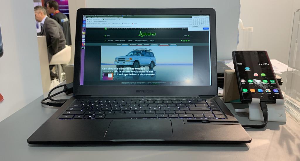 Este accesorio convierte un móvil Samsung o Huawei en portátil: Mirabook, lo hemos probado