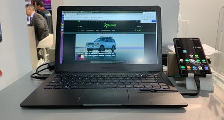 161b489131d Este accesorio convierte un móvil Samsung o Huawei en portátil: Mirabook,  lo hemos probado