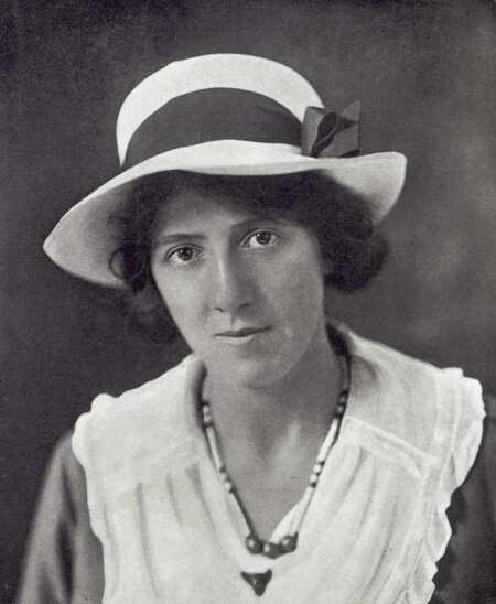 Marie Stopes At The Time Of The Marriage With Mr H V Roe Wellcome M0017375 28cropped 29