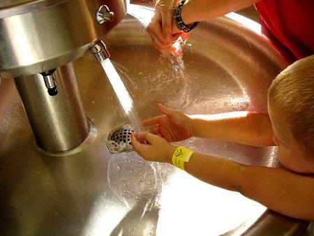 Cómo deben lavarse las manos los niños