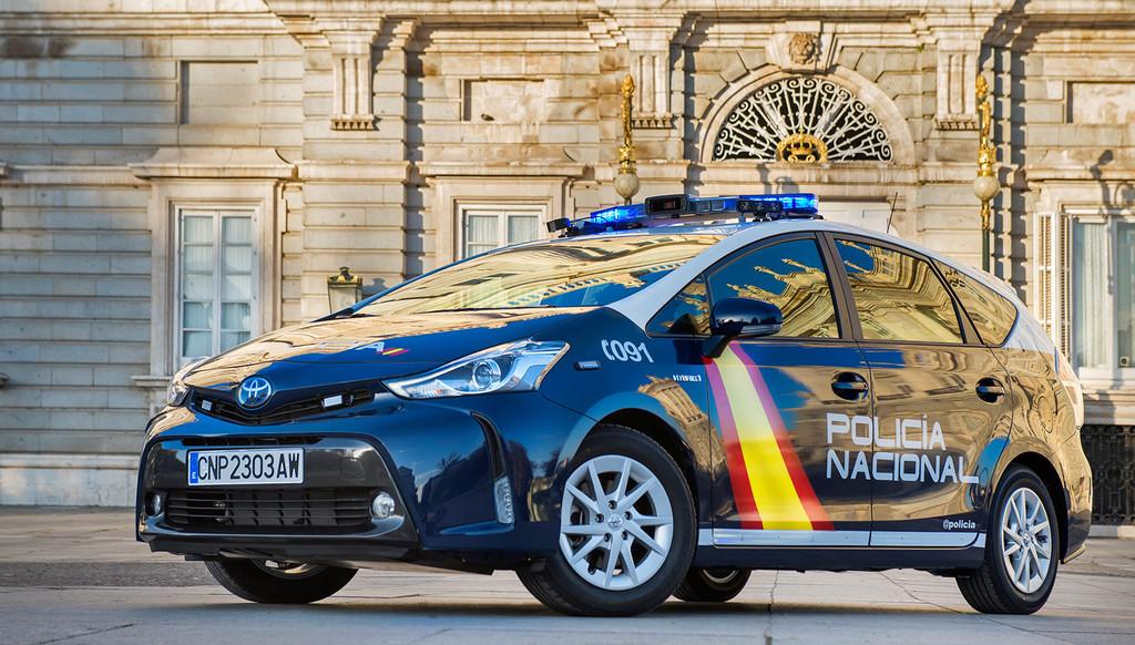 La Policía Nacional estrena 70 Toyota Prius+: sus nuevos coches patrulla serán híbridos