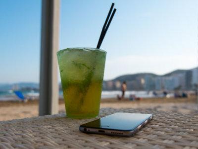 ¿Llevar el smartphone a la playa? Claramente a favor