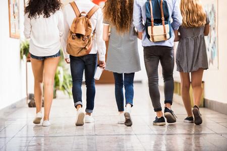 ¿Cursar toda la etapa educativa en el mismo colegio o cambiar de centro?: analizamos las ventajas y desventajas de ambas opciones