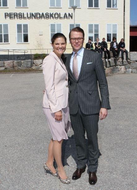 El total look ejecutivo de los Príncipes Victoria y Daniel de Suecia