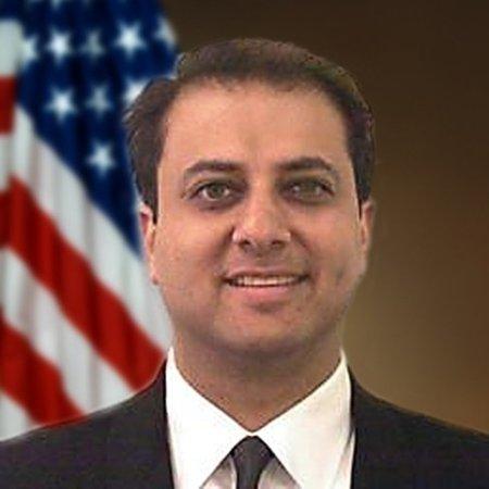 El perfil político del Fiscal de Nueva York que confisca dominios