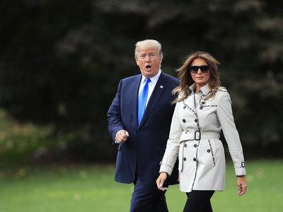 Melania Trump o cómo llevar un trench con clase y estilo (sin llegar a aburrir)