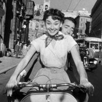El vídeo que todos los recién casados hubiesen querido hacer de Roma desde un motorino