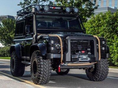¿Quieres el Land Rover Defender de los malos de 'Spectre'? Estos tipos te lo crean