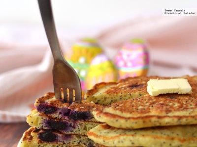 Hot Cakes de limón, semillas de amapola y moras azules. Receta para Semana Santa