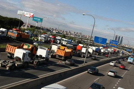 La huelga de camioneros complica mucho los accesos a Madrid