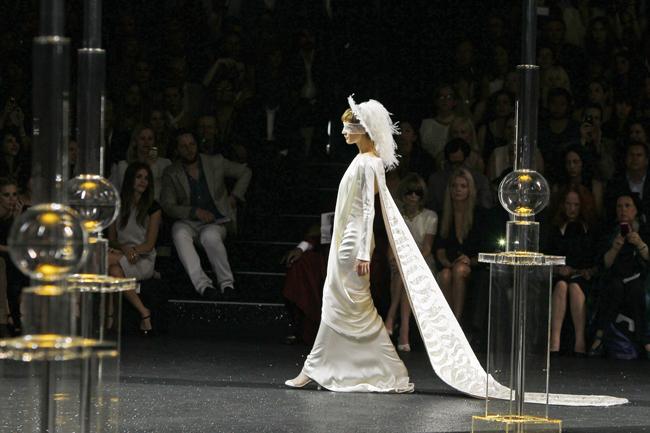 Foto de Todas las imágenes de Chanel Alta Costura Otoño-Invierno 2011/2012 (1/22)