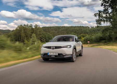 Mazda MX-30, al volante de un SUV eléctrico que hace fácil la transición de los autos de combustión a los EV