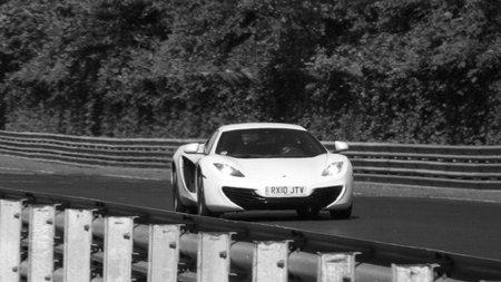 Un McLaren MP4-12C se estrella en Nürburgring