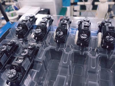 Así se fabrica paso a paso una Fujifilm X-T2 y un objetivo Fujinon MK 18-55 mm