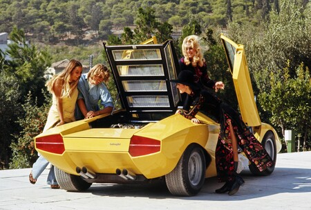 Lamborghini Countach 2022 Teaser 2