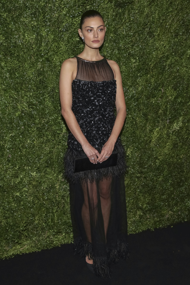 annual film benefit gala celebrities look estilismo outfit Phoebe Tonkin