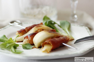 Brocheta de pera, queso de Arzúa y jamón serrano. Receta