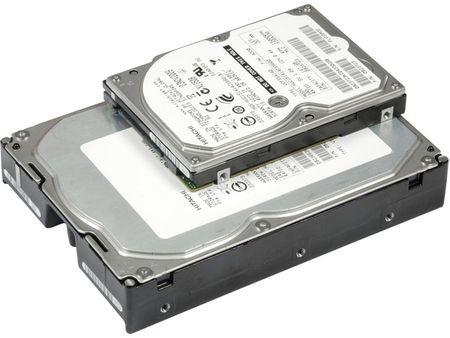 La solución de Lenovo ocuparía un par de unidades como la pequeña (2,5 pulgada), mientras que la de Seagate tiene el tamaño de la grande (3,5 pulgadas)