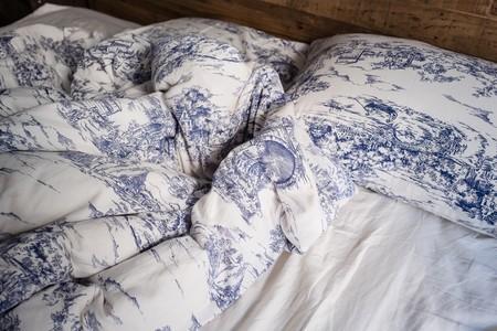 cama-sabanas-deshecha