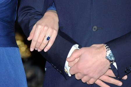 El anillo de compromiso de Lady Di, ahora de Kate Middelton, una joya de Garrard con zafiro de 18 kilates