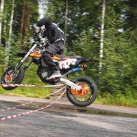 La habilidad de Arttu Stenberg con su moto es lo más alucinante que verás hoy