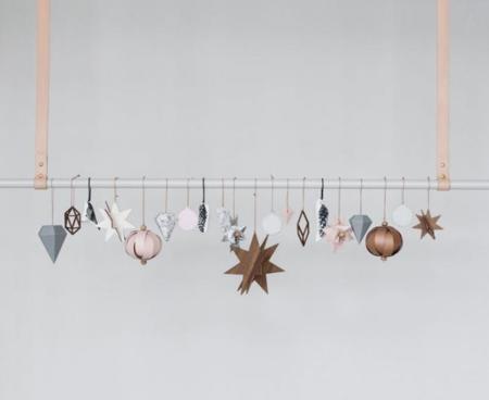 Un toque navideño minimalista con los adornos de Ferm