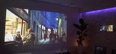 Quiero montar un proyector en el salón, ¿necesito comprar también una pantalla o me sirve la pared?