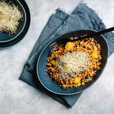 Ensalada de lentejas con hortalizas caramelizadas y naranja: receta vegetariana para no tomar legumbres siempre de la misma manera