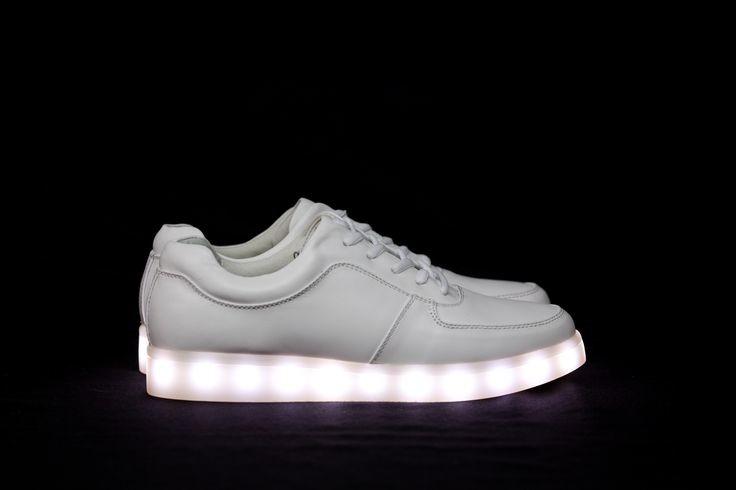 check out 4b526 db8e7 Qué tienen de especial las zapatillas con suela LED, la última tendencia  que lo está petando