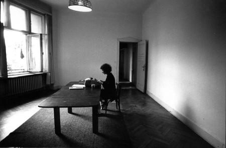 Margaret Atwood Escribiendo El Cuento De La Criada En Berlin 1984 Via Writersatwork Pfauth Com