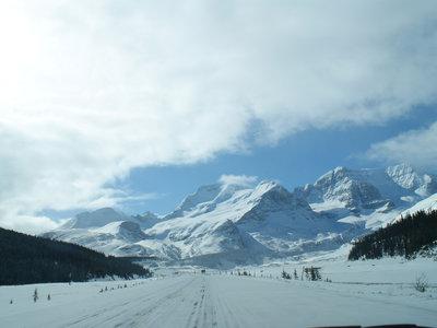 La carretera de los campos de hielo en Canadá: entre Montañas Rocosas y glaciares