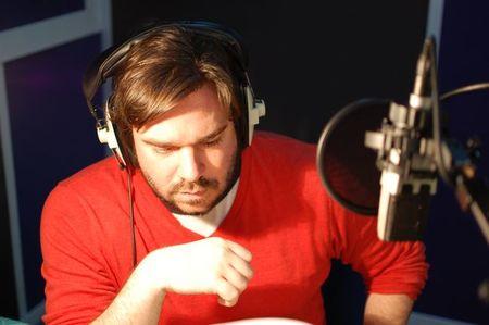 Matt Berry, de 'The IT Crowd', nos presenta, a viva voz, las principales novedades del próximo 'Worms Revolution'