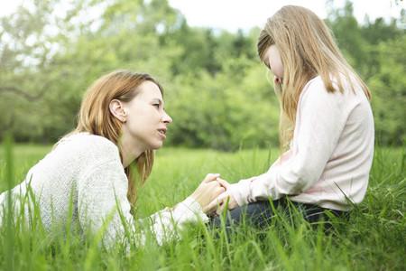 madre-e-hija-hablando