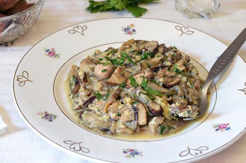 Revuelto de setas con anchoas: receta saludable fácil y rápida