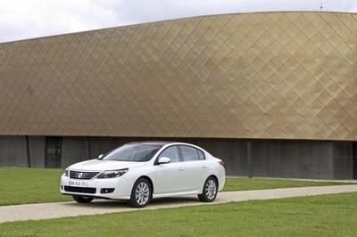 Renault Latitude, presentado en Moscú