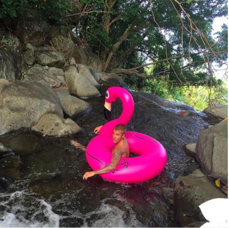 Seguimos para bingo, ahora es Justin Bieber el que se deja el bañador en casa
