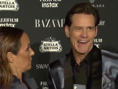 """Jim Carrey fue a la Semana de la Moda en NY y nos regaló la entrevista más demencial del año: """"Nada tiene sentido"""""""