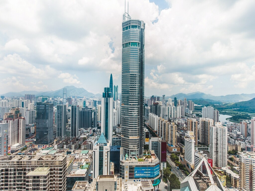 Uno de los rascacielos más altos de China se tambalea sin razón aparente y obliga a evacuar la zona entre pánico y misterio