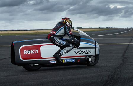 Voxan y Max Biaggi adelantan sus planes para batir 12 récords de velocidad con la moto eléctrica de 360 CV
