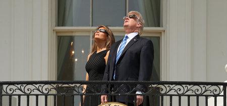 Melania Trump vuelve a eclipsar (nunca mejor dicho) hasta con gafas de cartón incluídas