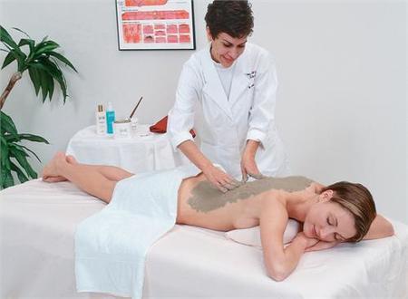Fangoterapia, los beneficios del barro en la piel
