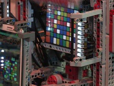 ¿Cuál ha sido el cubo de Rubik más grande resuelto por un robot?