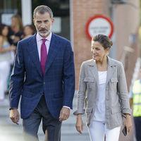 Doña Letizia Ortiz sin maquillar y con un look sport para el primer día de colegio de la Princesa Leonor y la Infanta Sofía