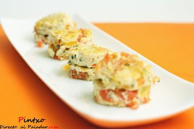 Tortillitas de cebolla y tomate. Receta