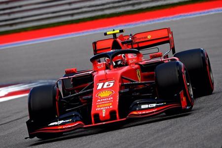 Charles Leclerc consigue su cuarta pole consecutiva y Carlos Sainz iguala su mejor resultado