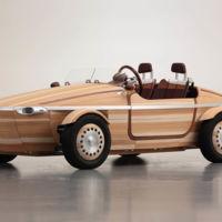 Ese curioso coche de madera sin clavos ni tornillos, al detalle en 17 fotos