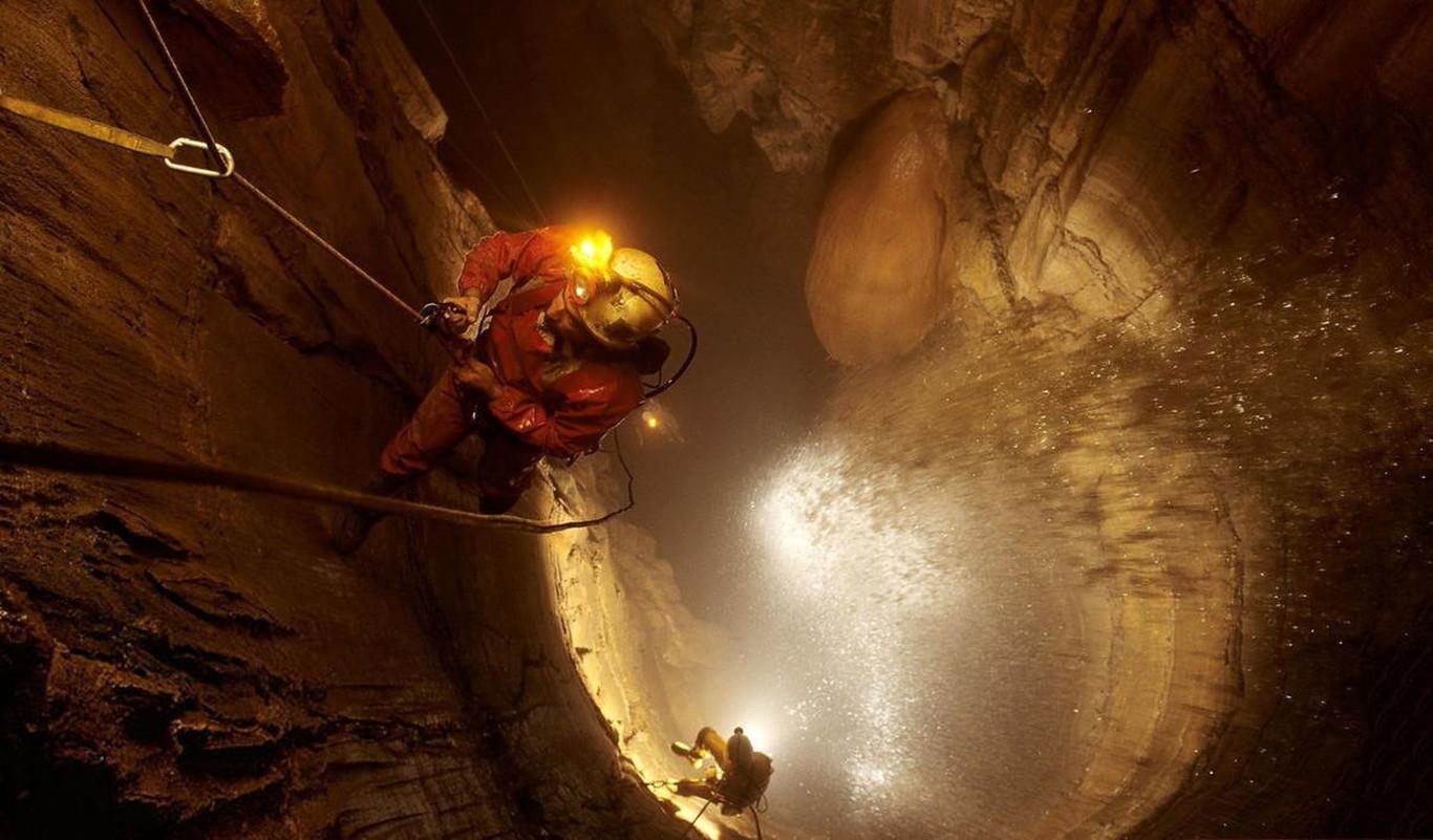 Krúbera-Voronya: un viaje hasta el corazón de la cueva más profunda del mundo