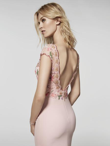 Ya está aquí la colección de vestidos de fiesta de Pronovias 2018 que te ayudarán a ser una invitada envidiable