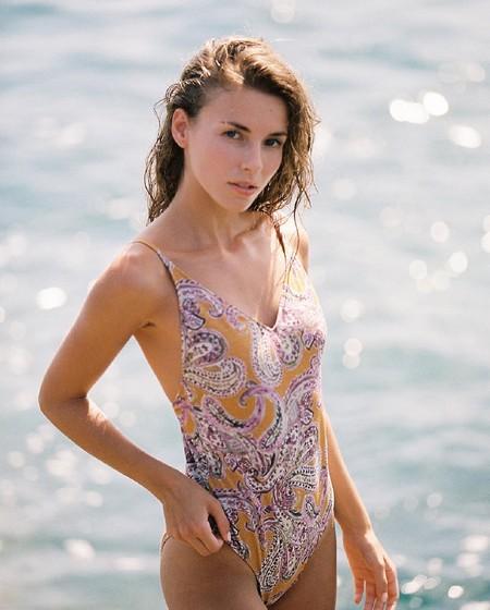 Las chicas que son más de bañador que de bikini puede que tengan un dilema cuando vean los que tiene Women's Secret rebajados